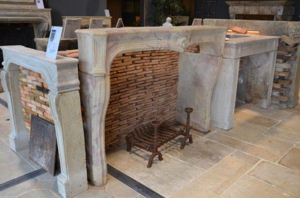 Manteau de cheminée en pierre de Bourgogne