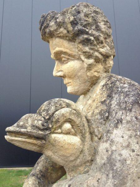 statue ancienne pierre calcaire