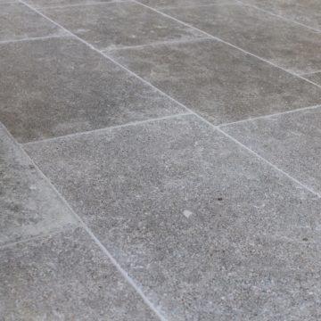 Dallage Argos gris vieilli en pierre calcaire