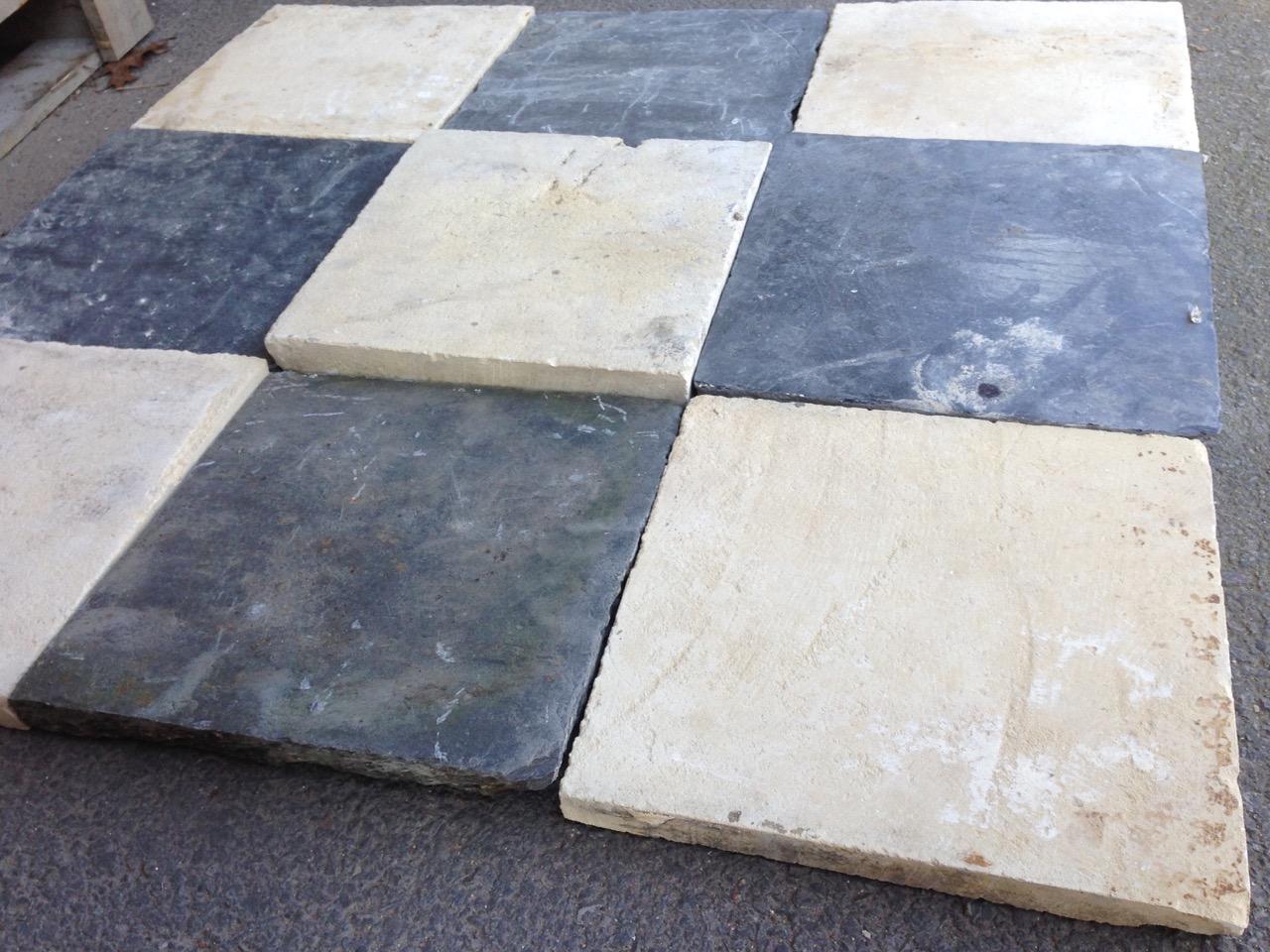 Dallage en pierre damier for Carrelage en pierre calcaire