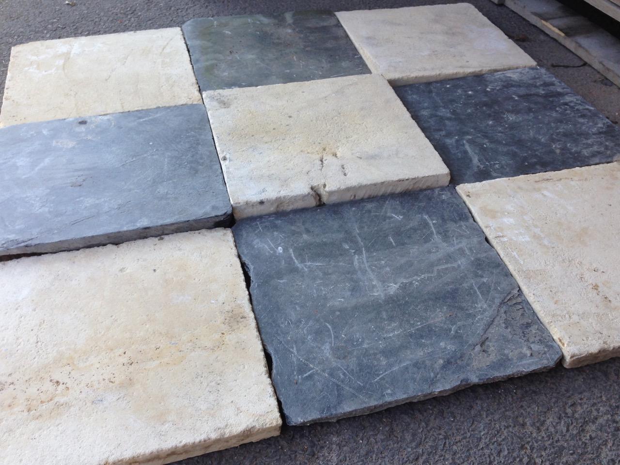Dallage ancien damier en pierre calcaire bca mat riaux for Carrelage en pierre calcaire