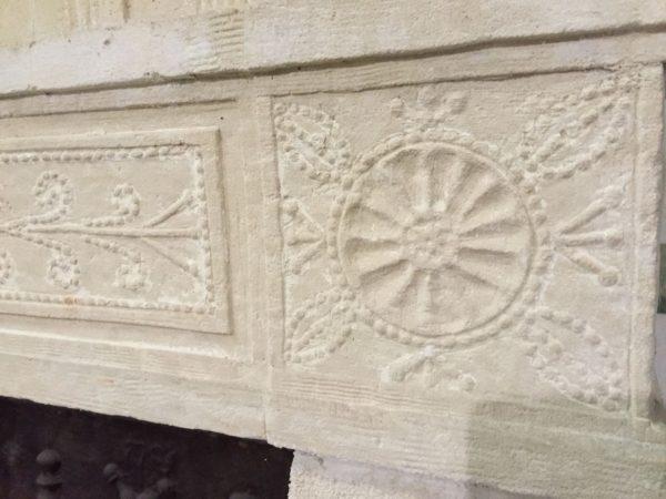 linteau de cheminée en pierre style directoire