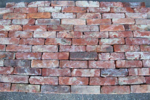 Vieille brique ancienne en terre cuite rouge
