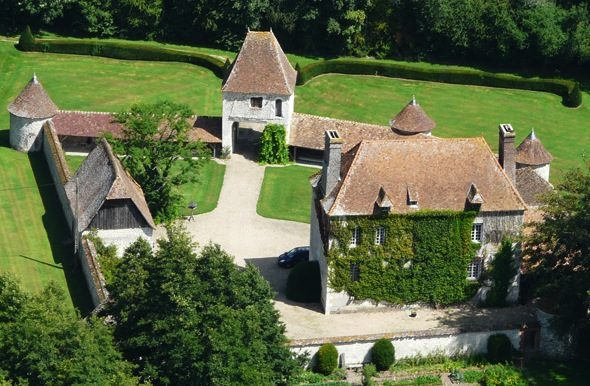 Maison avec des Vieilles Tuiles anciennes plates en terre cuite