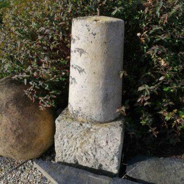 borne en pierre ancienne de une unité disponible