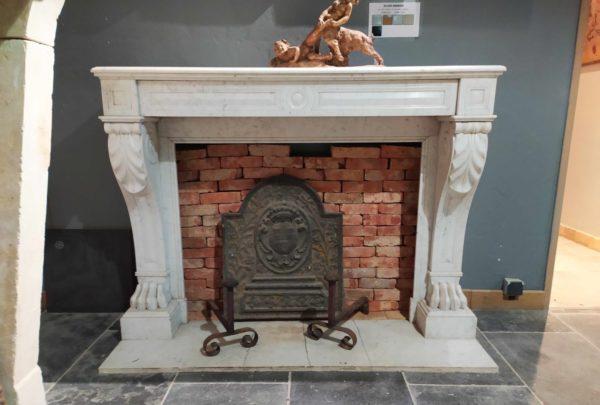 cheminée en marble blanc disponible