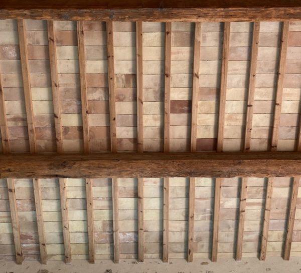 dalles au plafond en terre cuite