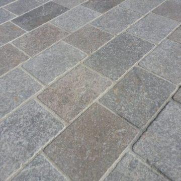 pavé en pierre naturelle vieilli