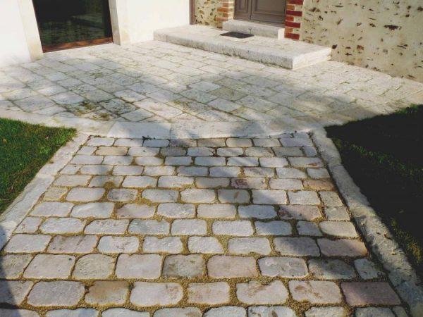 pavé en pierre calcaire ancien en stock