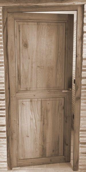 porte ancienne en vieux chêne chez BCA