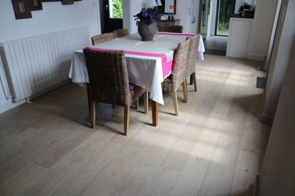 salon plancher chêne vieilli
