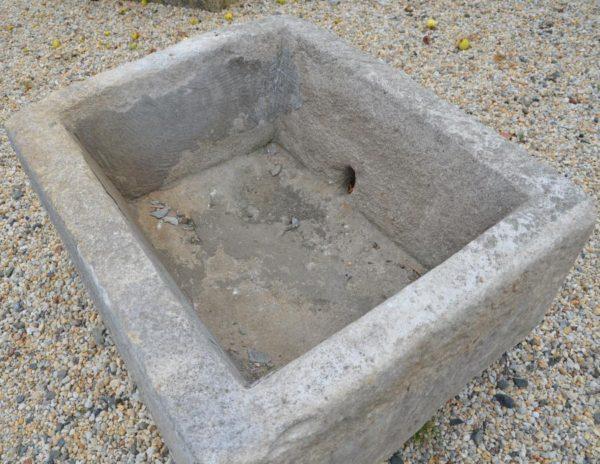 Ancienne Auge en pierre calcaire