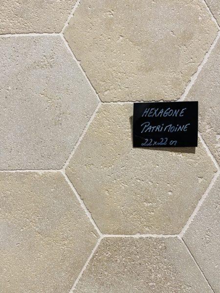 Pierre calcaire de forme hexagonale