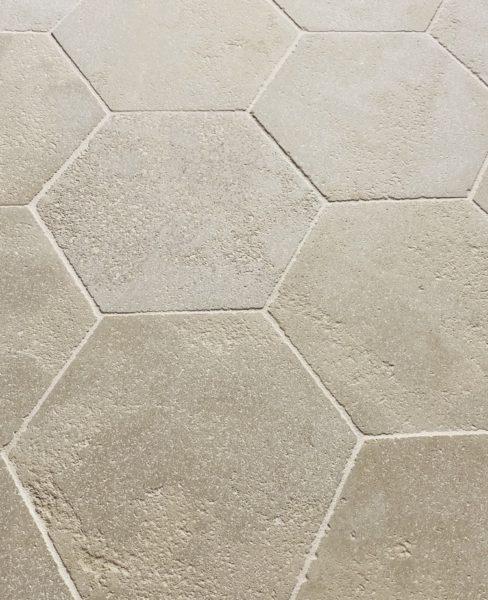 réédition de dallage en pierre calcaire hexagone
