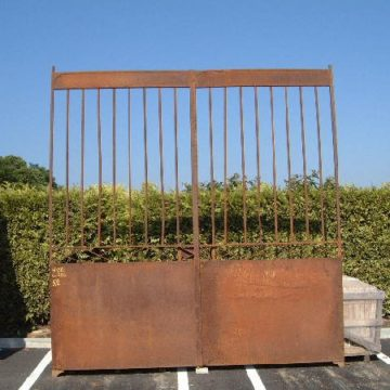 Ancien portail en fer forgé
