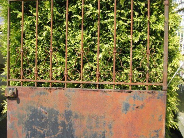 Portail en fer forgé ancien