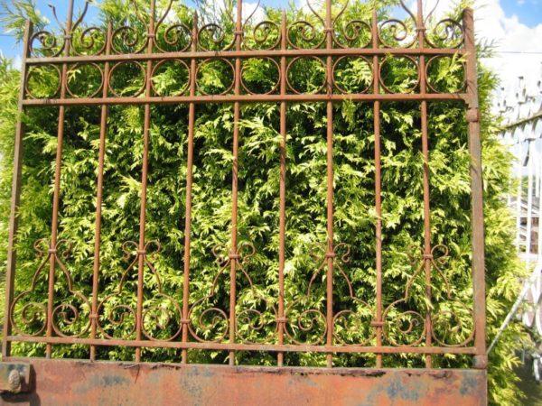 Portail ancien de jardin en fer forgé