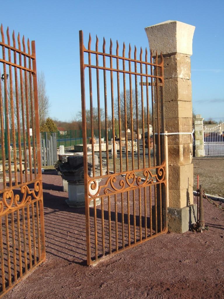 Portail en fer forg ancien cr ation sur mesure bca mat riaux anciens for Portail en fer forge