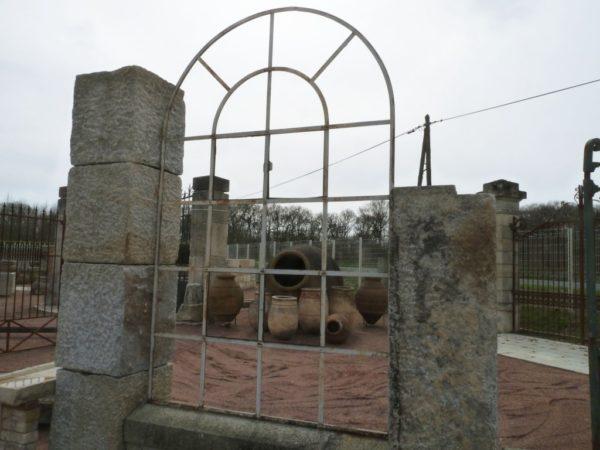 Fenêtre ancienne en fer forgé