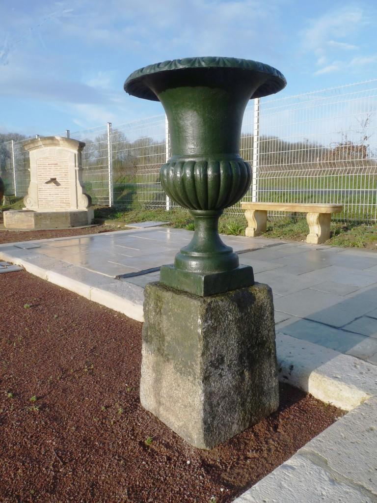 Vase medicis en fonte - Vase en pierre jardin ...