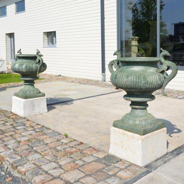 vase ancien en fonte type oiseau