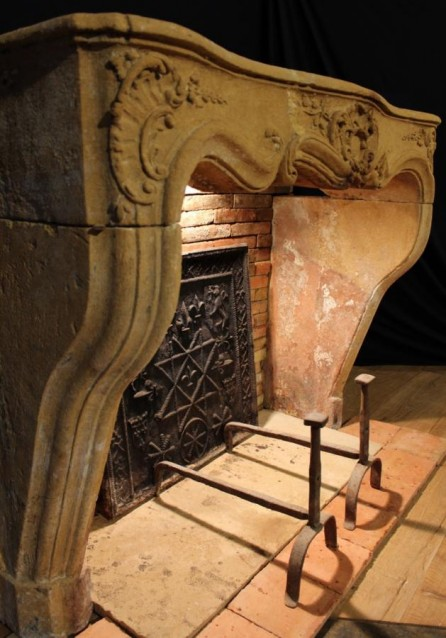 cheminee ancienne pierre calcaire louis xiv bca mat riaux anciens bca mat riaux anciens. Black Bedroom Furniture Sets. Home Design Ideas