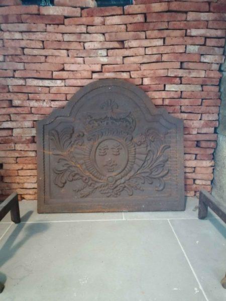 plaque de cheminée en fonte avec ses fleurs de lys