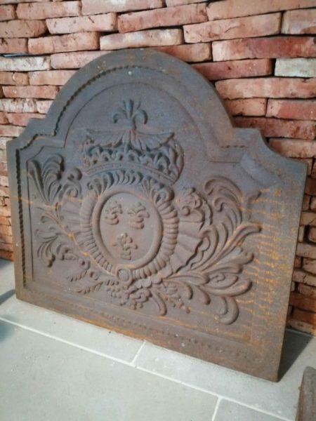 plaque de cheminée de réédition avec fleurs