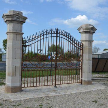 Pilier de portail en pierre naturelle