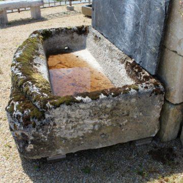vieux bac en pierre