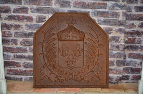 plaque de cheminée en fonte ancienne pour intérieur