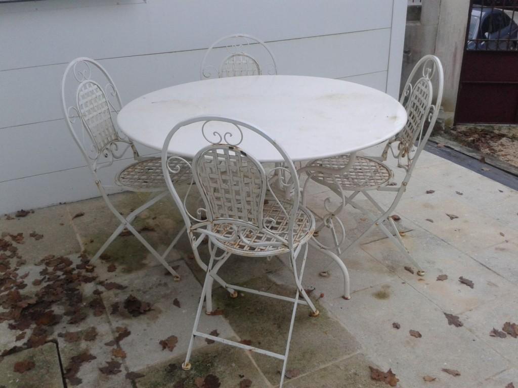 table ronde en fer forg style ancien bca mat riaux anciens. Black Bedroom Furniture Sets. Home Design Ideas