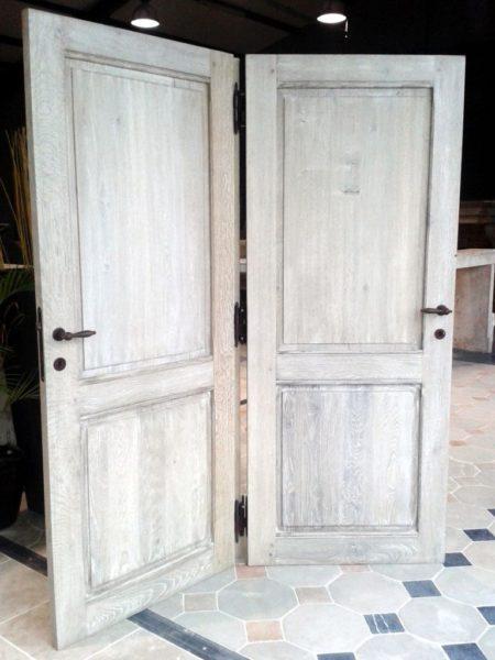 Porte ancienne en chêne vieilli