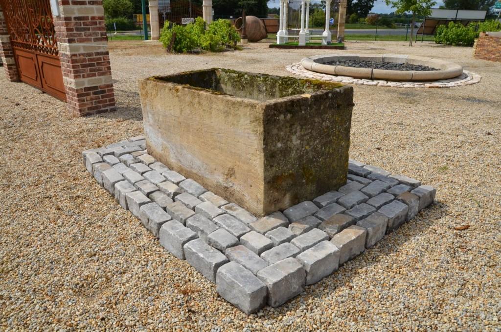 bac en pierre ancien bac de r cup ration bca mat riaux anciens. Black Bedroom Furniture Sets. Home Design Ideas
