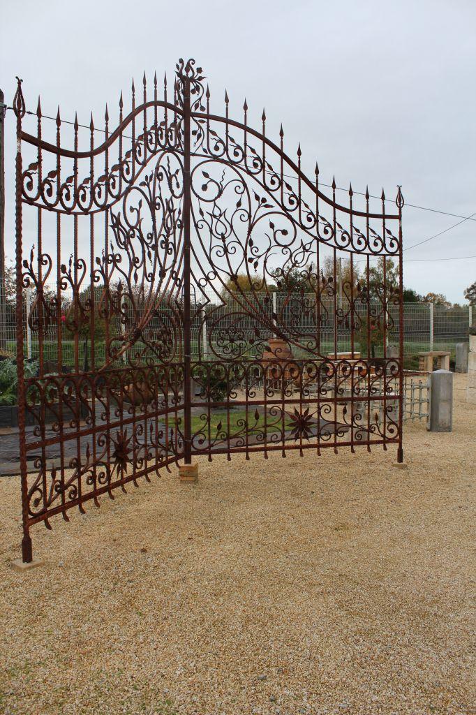 Bca mat riaux anciens dallage carrelage parquet poutres boiseries chemin es for Portail grille fer forge
