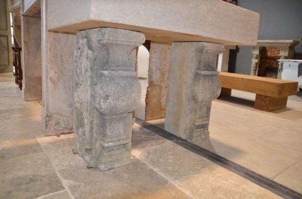 colonne en pierre calcaire