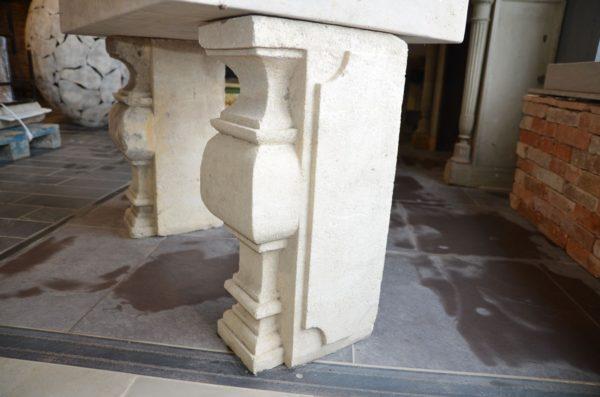 Colonne / Balustre en pierre calcaire ancienne