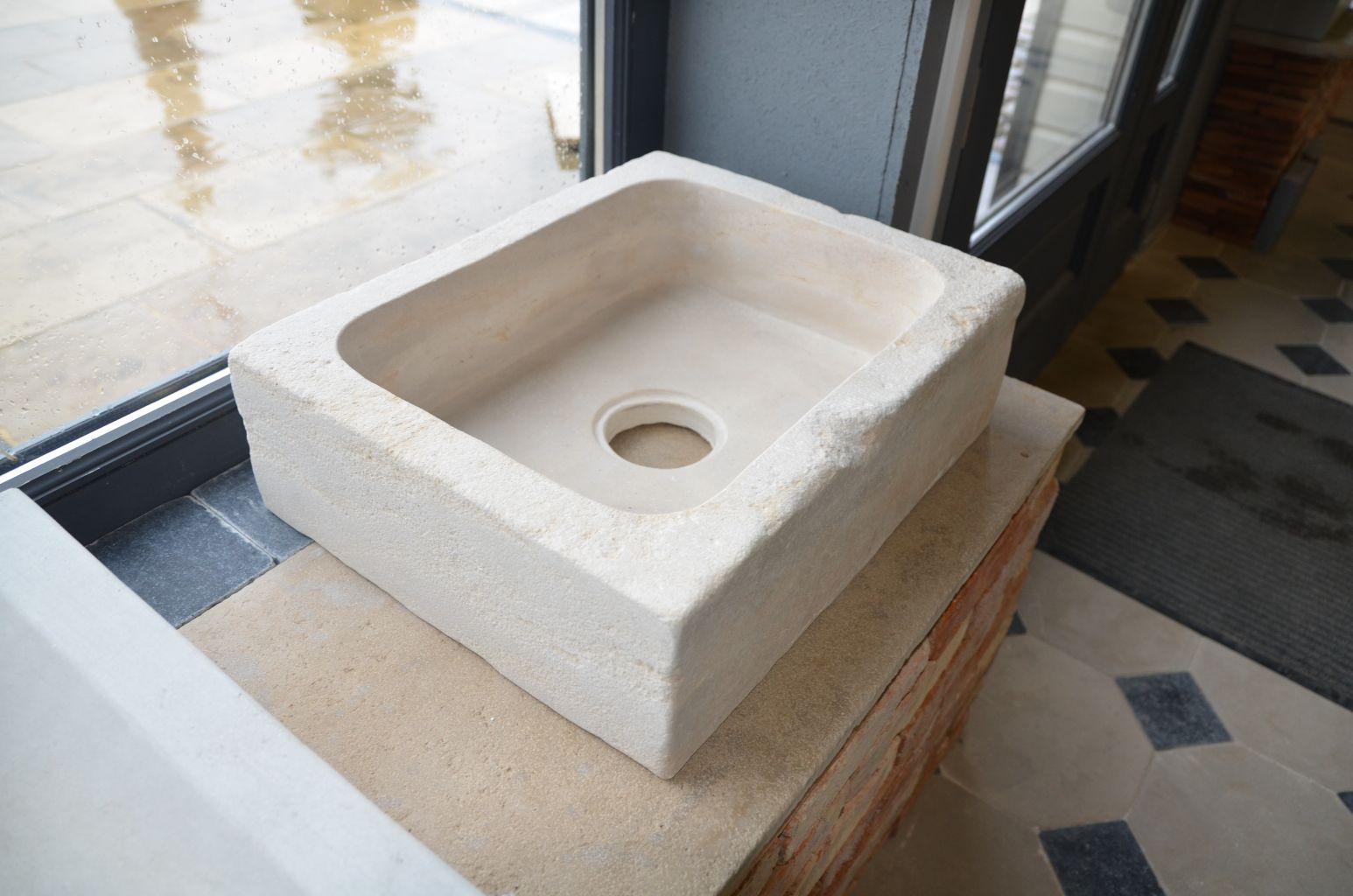 evier ancien en pierre naturelle bca mat riaux anciens. Black Bedroom Furniture Sets. Home Design Ideas