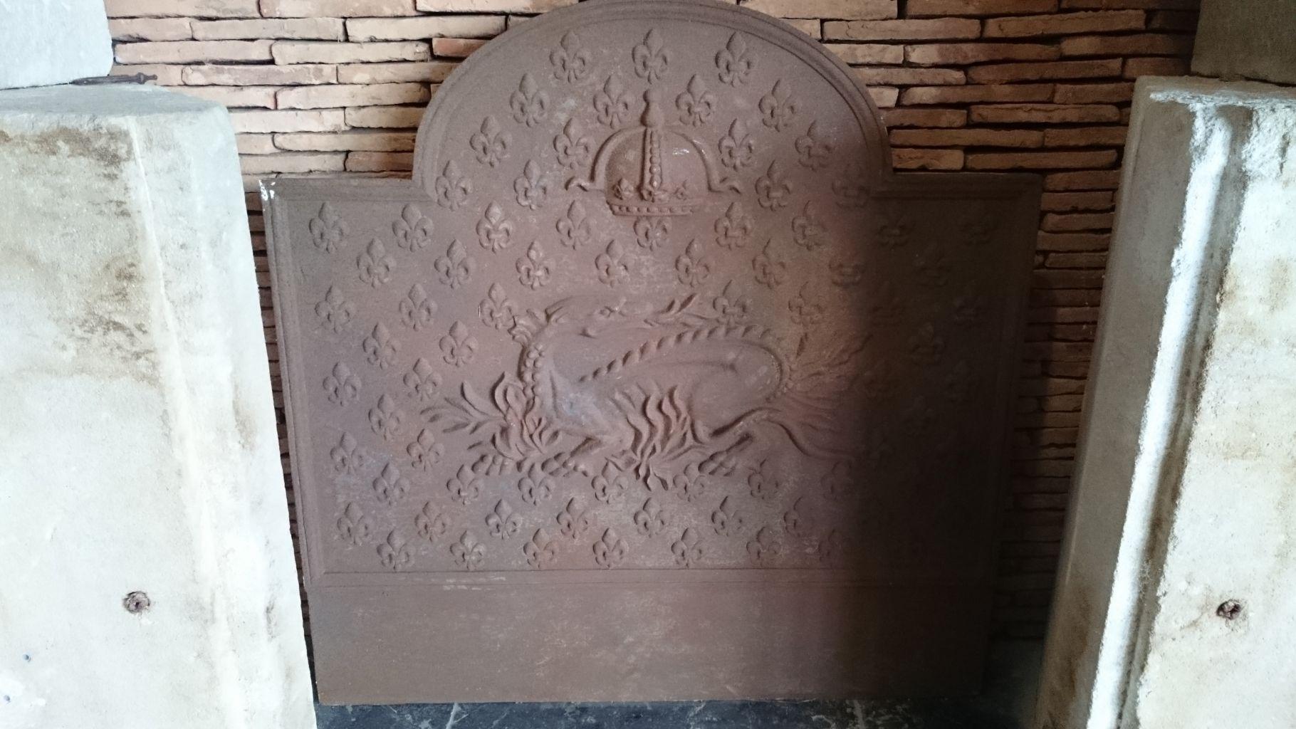 Plaque de chemin e ancienne en fonte 100x100 cm bca for Cheminee en fonte ancienne