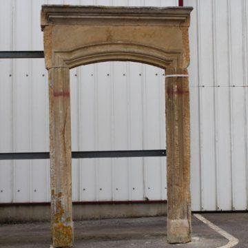 Entrée de porte ancienne en pierre