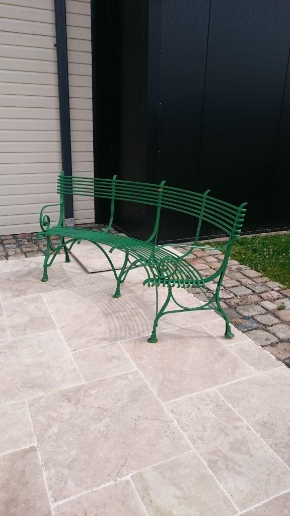Banc en m tal arrondi pour jardin 3 places bca for Banc en pierre pour jardin