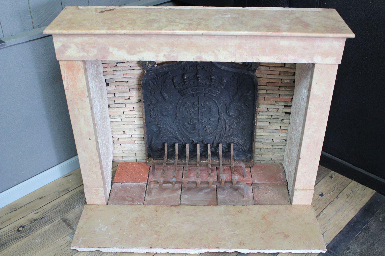 chemin e ancienne en marbre rose bca mat riaux anciens. Black Bedroom Furniture Sets. Home Design Ideas