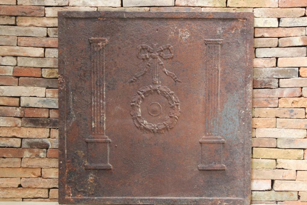 Plaque de chemin e ancienne en fonte 82x82 cm bca for Cheminee en fonte ancienne