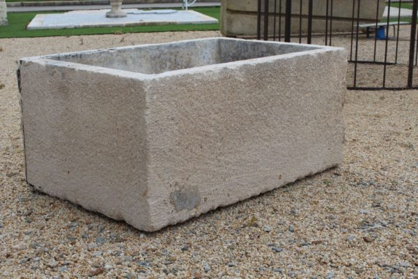 Bac en pierre pour jardin