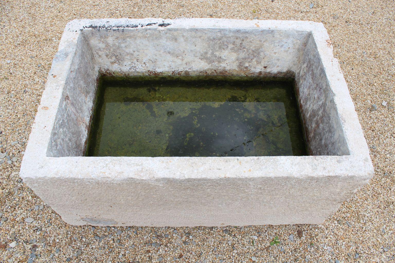 Bac en pierre pour jardin auge en pierre bca mat riaux for Bac pierre jardin