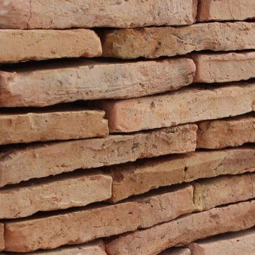 brique vieillie en terre cuite ancienne