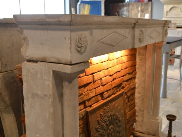 linteau de cheminée ancienne en pierre