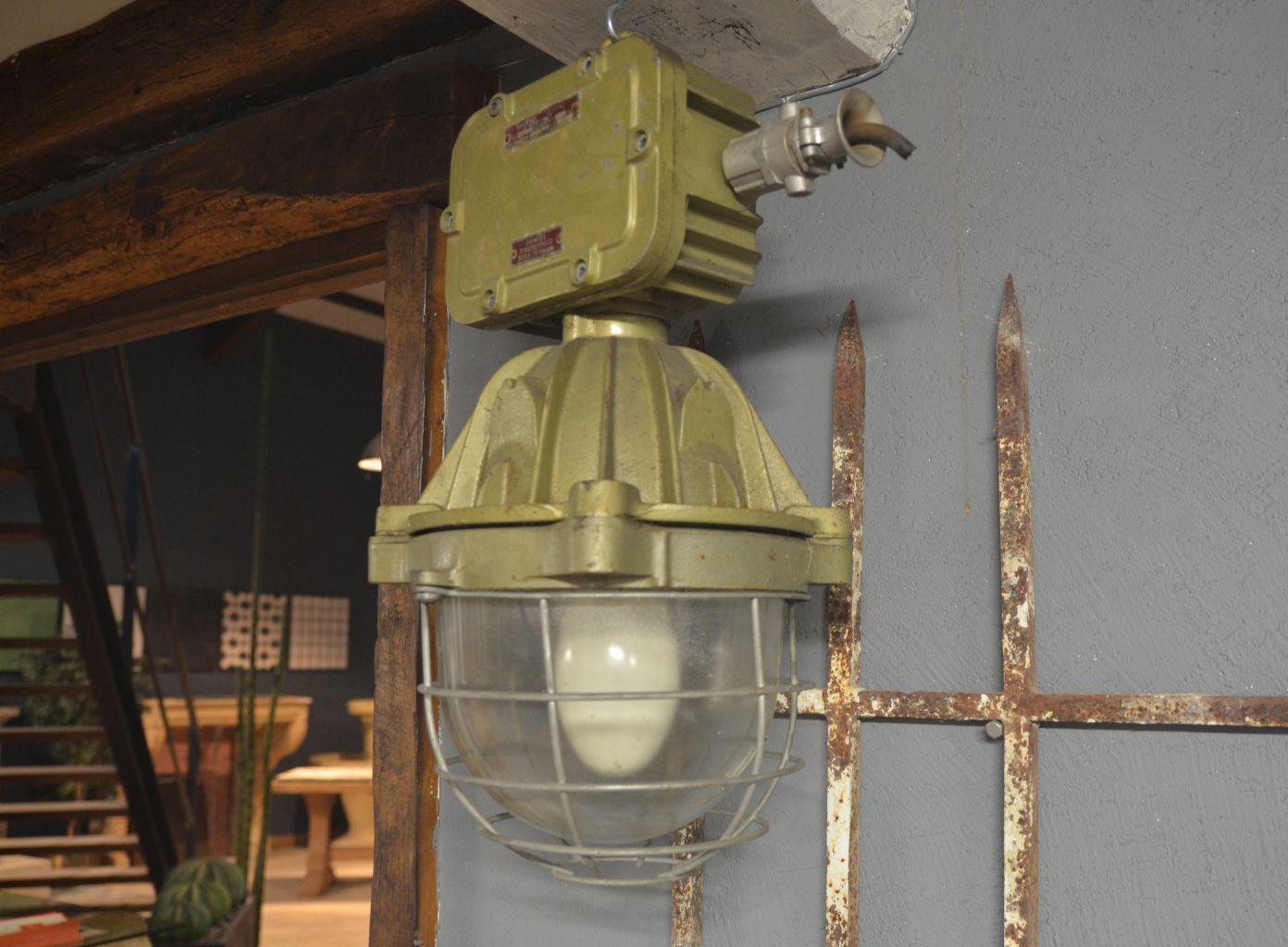 luminaire industriel en fonte hauteur 60 cm bca mat riaux anciens. Black Bedroom Furniture Sets. Home Design Ideas