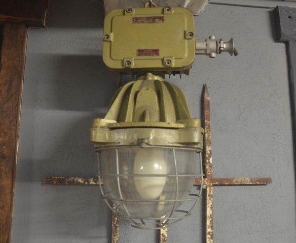 lampe industriel en fonte