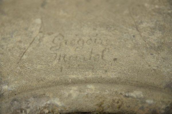 signature de grégoire martel sur un socle ancien